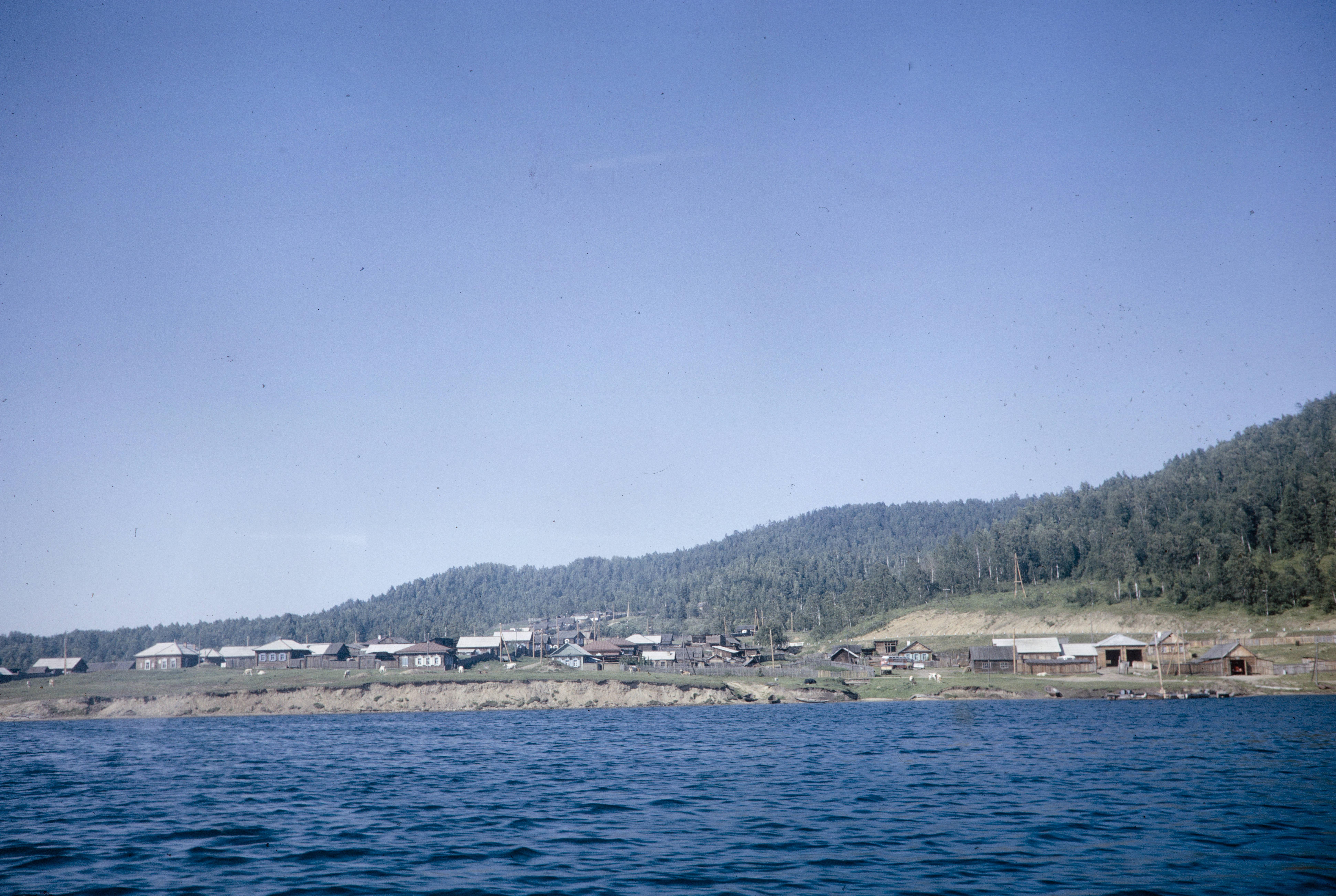 Деревня на берегу по ходу движения «Ракеты»