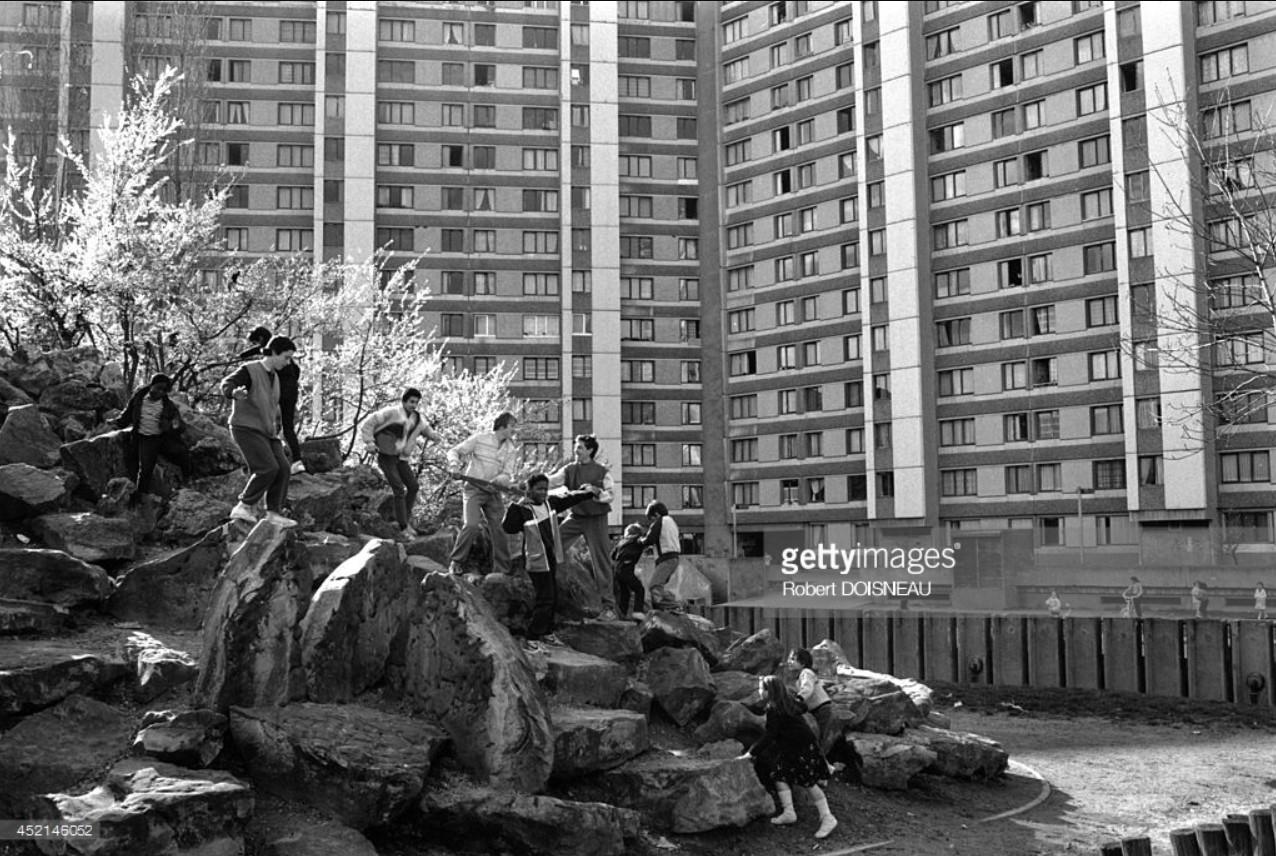 1987. Дети, играют пригородном районе Сен-Дени