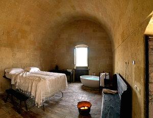 Необычный отель в пещерах на юге Италии