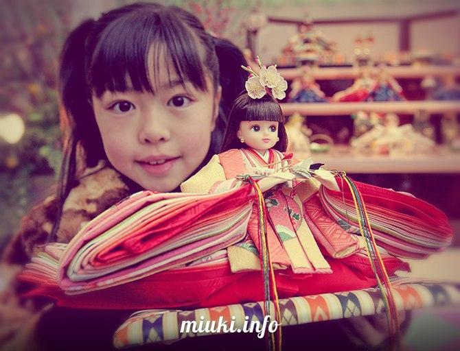 Праздник кукол, девочек и цветения персиков