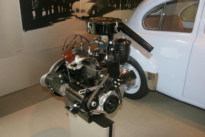 ToyopetSA1951_moteur_Sb.JPG
