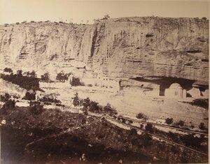 Вид на Свято-Успенский монастырь в ущелье Мариам-Дере (ущелье Марии) близ Бахчисарая.