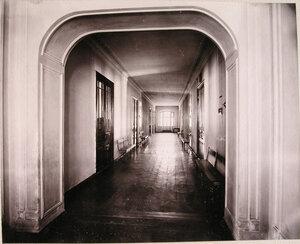 Вид части коридора верхнего этажа училища.