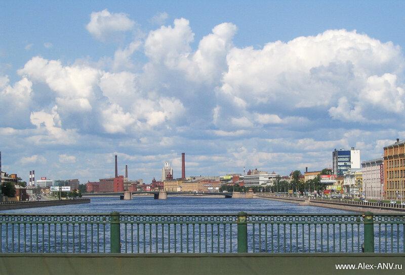Большая Невка, вид с Сампсониевского моста вниз по течению