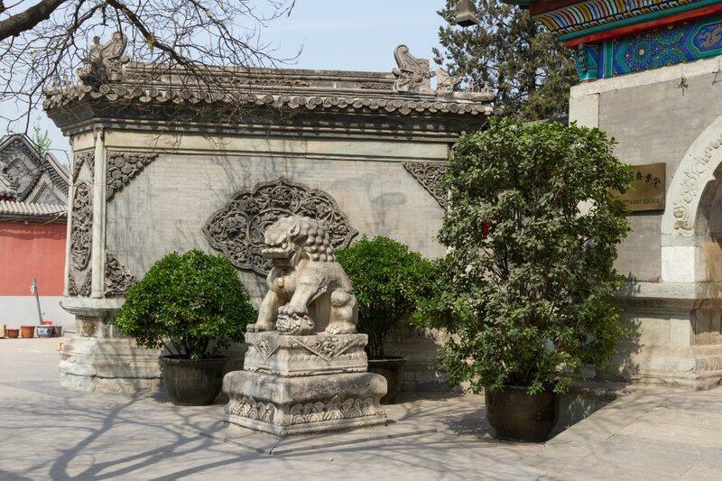 Каменная львица, храм Белого облака