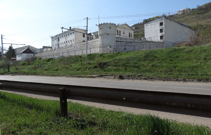 белый лебедь тюрьма видео фильм