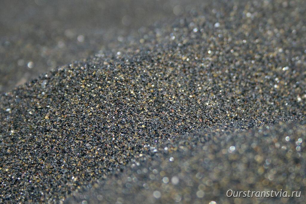 Ла Арена - пляж с черным песком