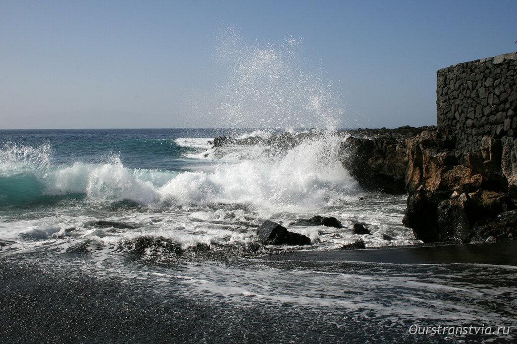 Волны на пляже Ла Арена, Тенерифе