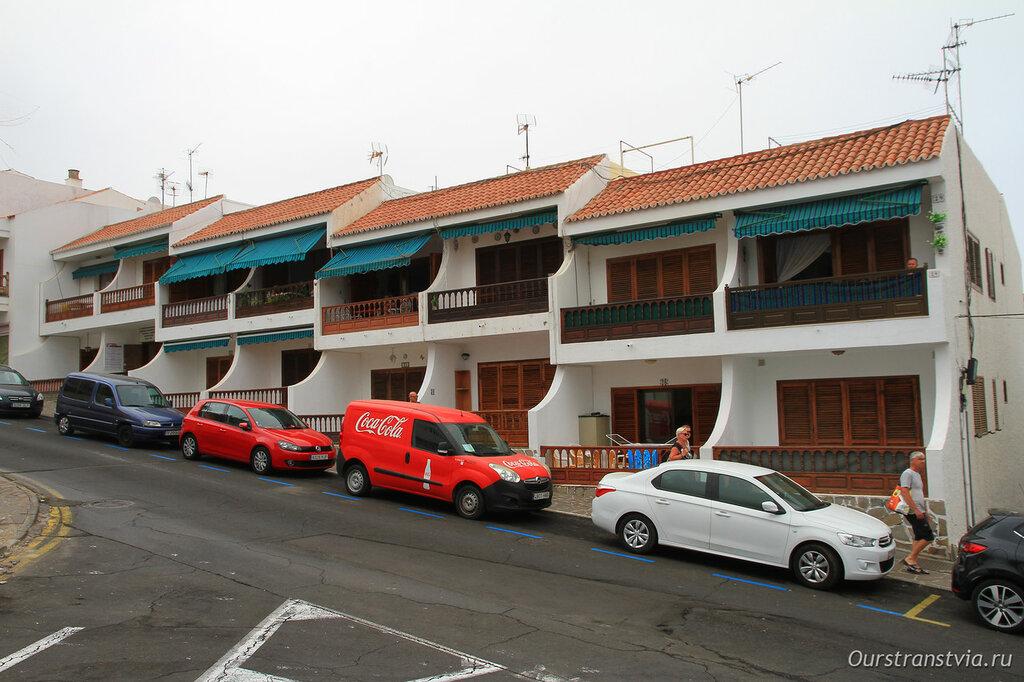 Домики с деревянными балконами в Лос Гигантес