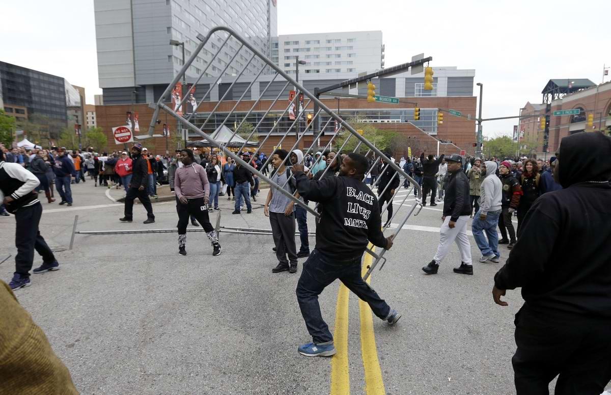 Конец полицейскому государству: Массовые протесты и уличные погромы в Балтиморе (США) (38)