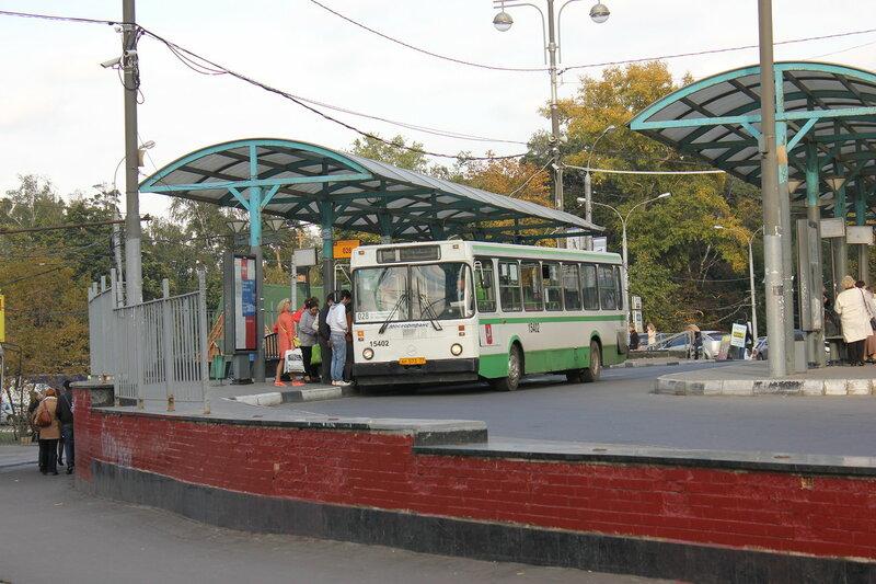 Компенсационный автобус 028 до Маршала Жукова от Щукинской