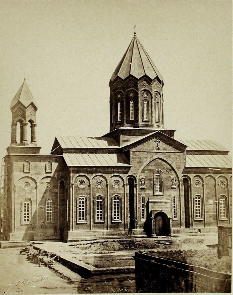 Вид фасада Армянского собора