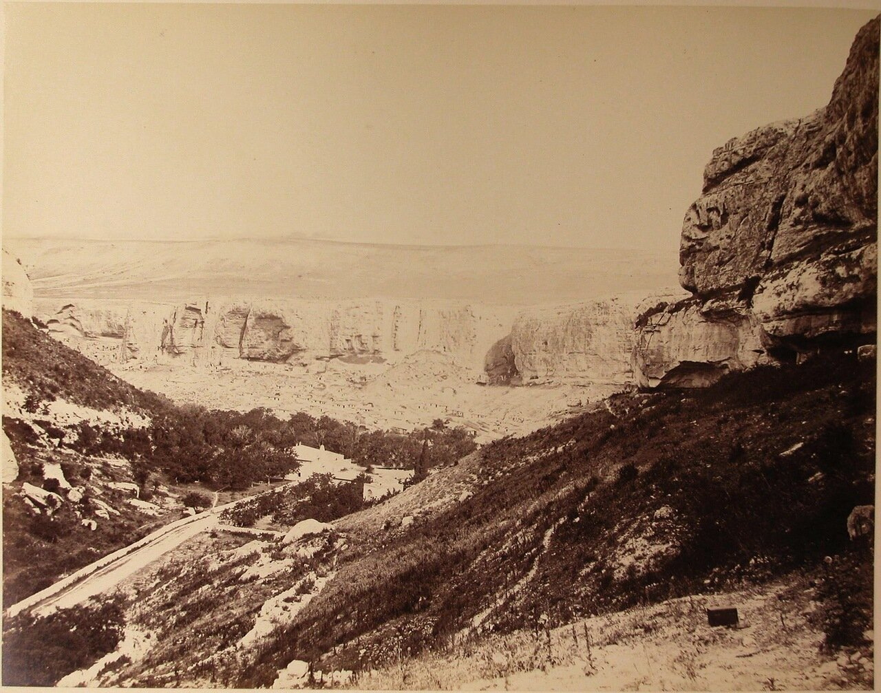 12. Вид на Успенское ущелье близ Бахчисарая
