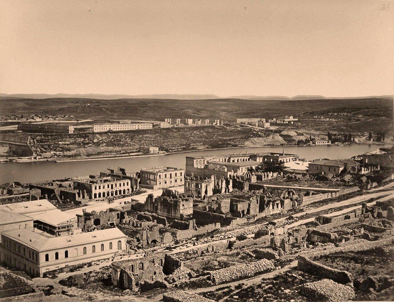 25. Панорама прибрежной части города в районе Южной бухты (между мысами Николаевским и Павловским)