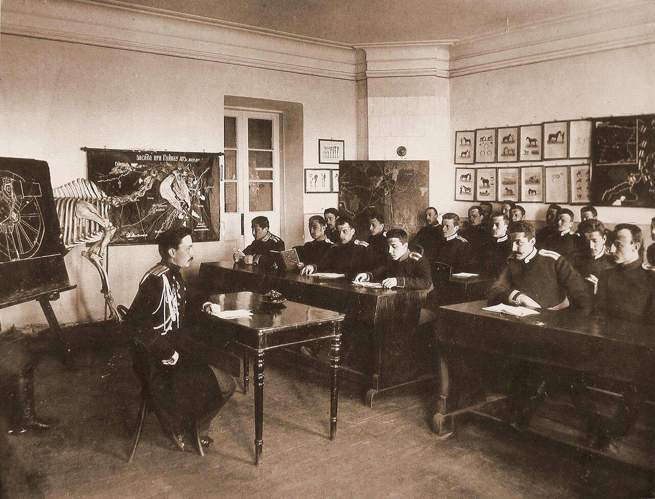 10. Юнкера во время занятия в классе