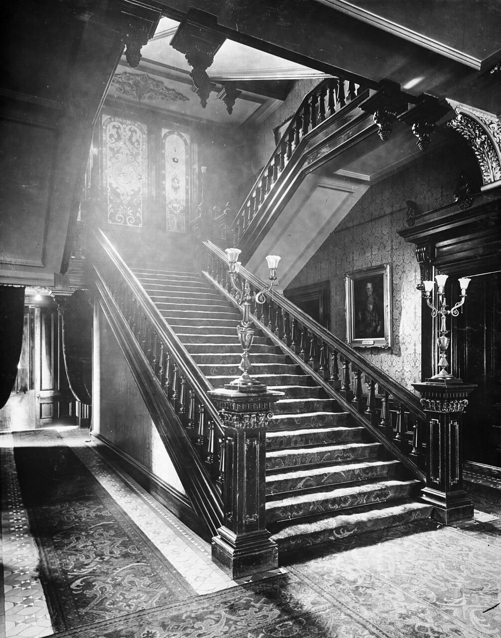 Лестница. Вид с цокольного этажа