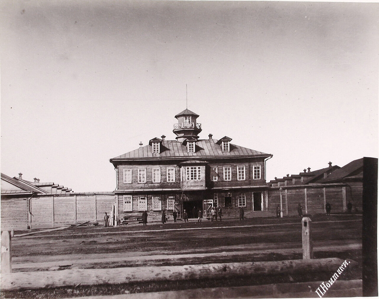 08. Вид фасада здания тюрьмы