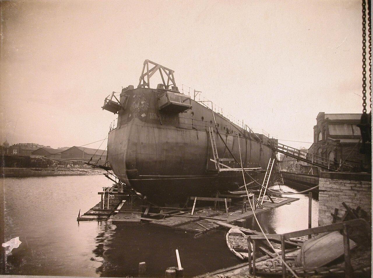 54. Достройка линейного корабля «Полтава» в заводском бассейне (вид с кормы). лето 1912 г.