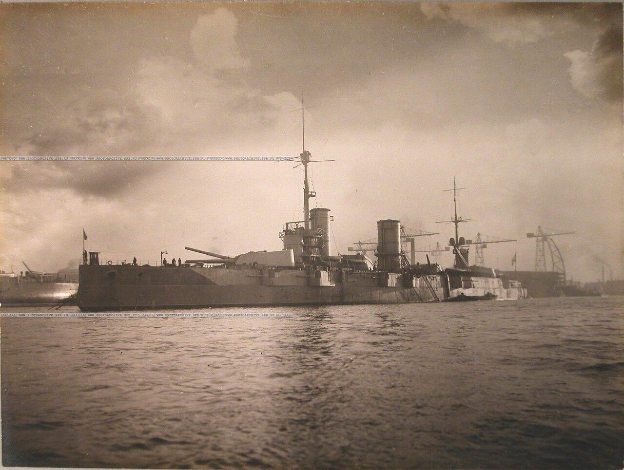 122. Общий вид линейного корабля «Полтава» (вид с носовой части). 12 октября 1914 г.