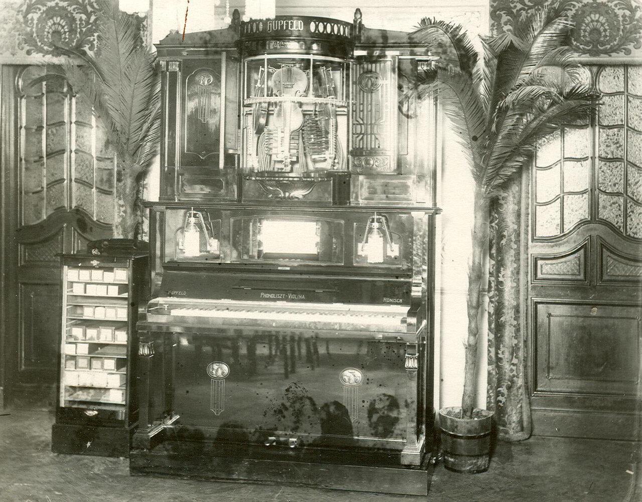 Пианола в зале ресторана В.М.Федорова