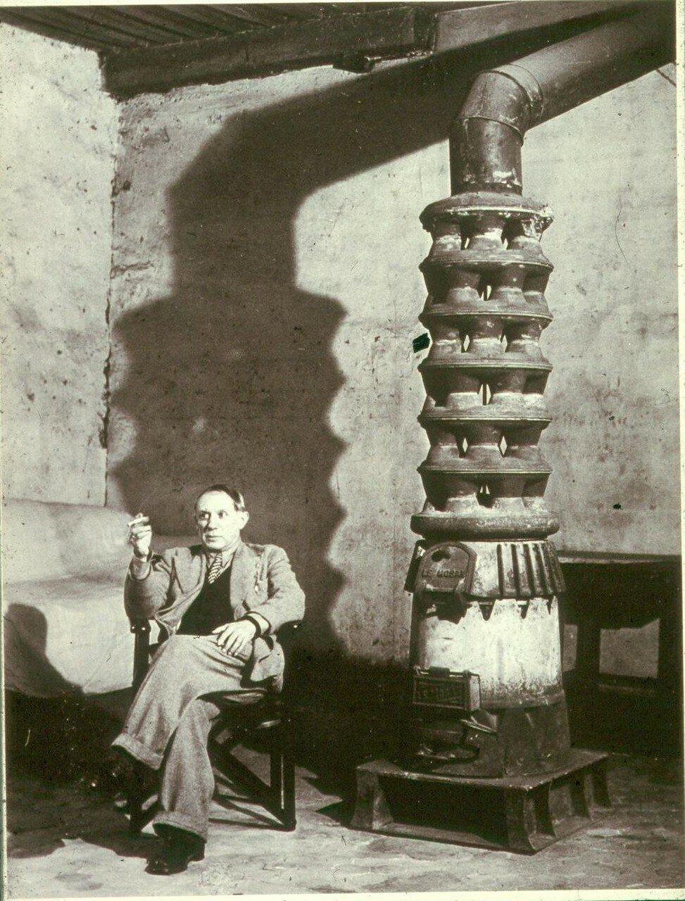 1939. Пикассо и печь