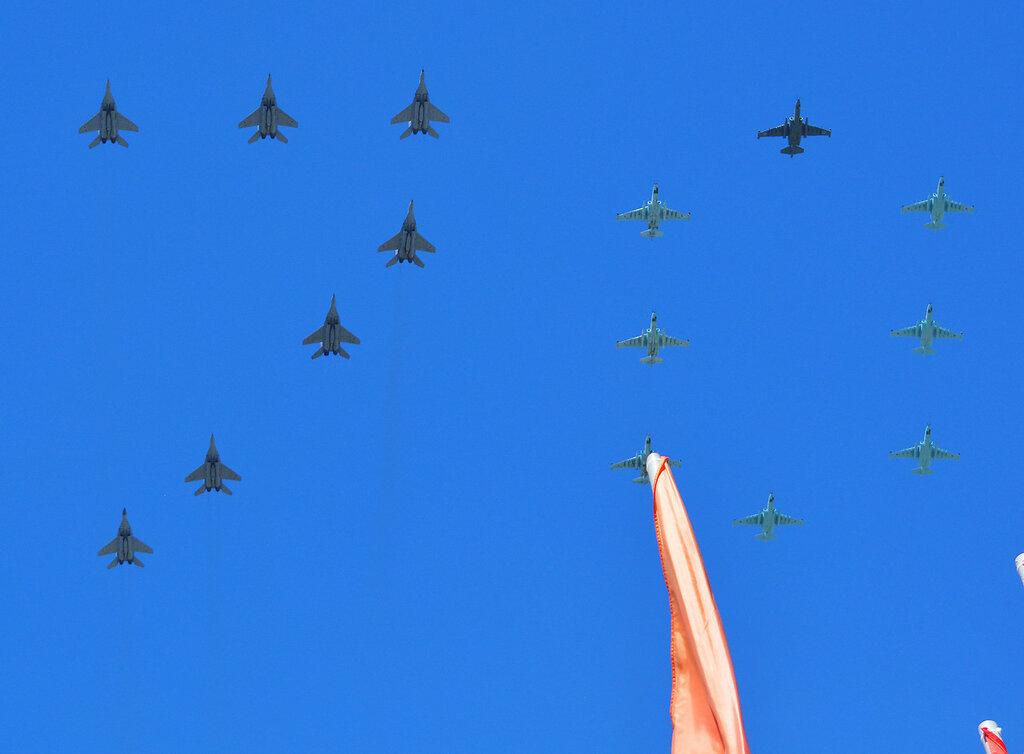 Parad30_Su_MiG.jpg