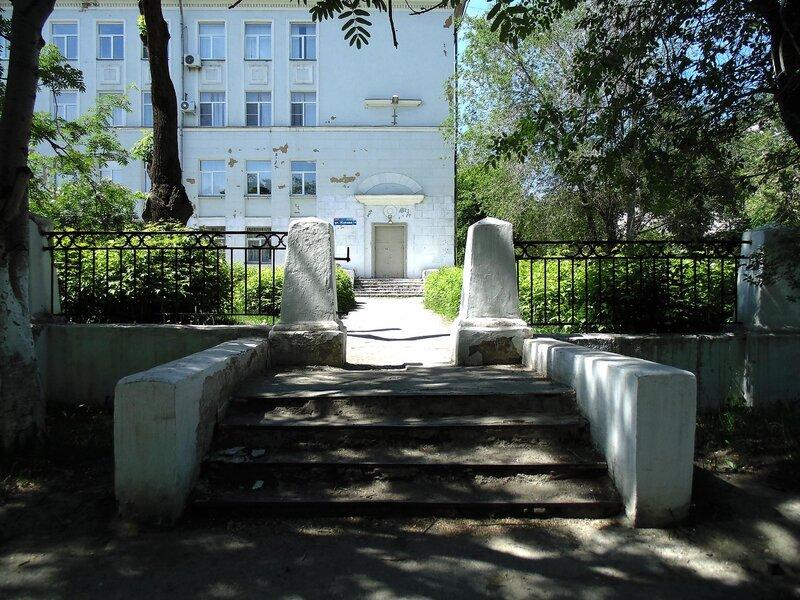 Лестница в школьный двор