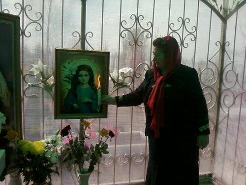 Мама Славика наего могиле