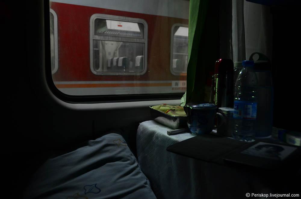 Фото в плацкарте поезда ночью