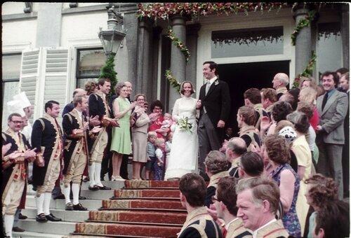 1975. Принцесса Кристина и Хорхе Гильермо покидают дворец Сустдейк для церемонии бракосочетания в ратуше Баарна и в Соборе Утрехта
