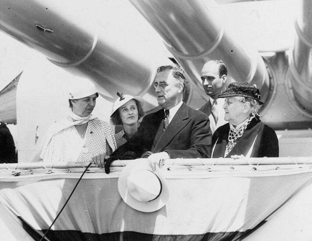 President Roosevelt's family reviews the fleet from beneath the guns of the USS INDIANAPOLIS (CA-35)
