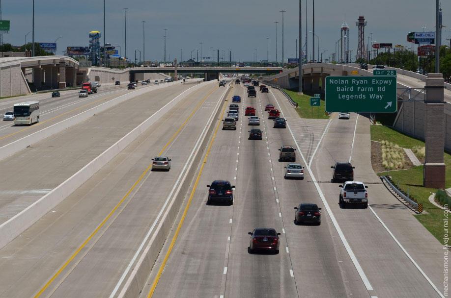 26. На дорогах с индексами I и US запрещено останавливаться на обочинах просто так для фотографий ил