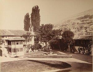 Вид корпусов ханского дворца и части территории Дворцовой площади с фонтаном. Бахчисарай.