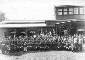 Император Николай II с группой офицеров лейб-гвардии Литовского полка в день 100-летнего юбилея полка.