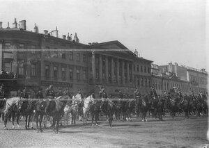 Построение артиллерийской бригады на Марсовом поле перед первомайским парадом.