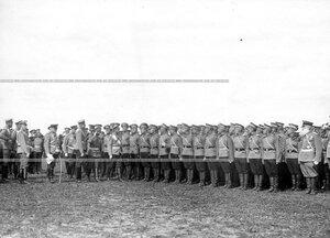 Император Николай II в сопровождении свиты обходит фронт юнкеров-выпускников училища.