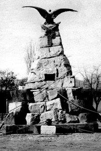 Двуглавый Орел, памятник Апшеронскому полку