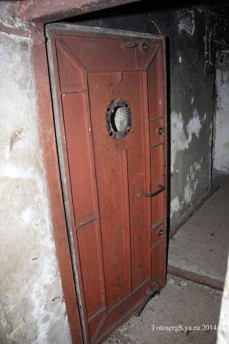 Дверь в боевой каземат