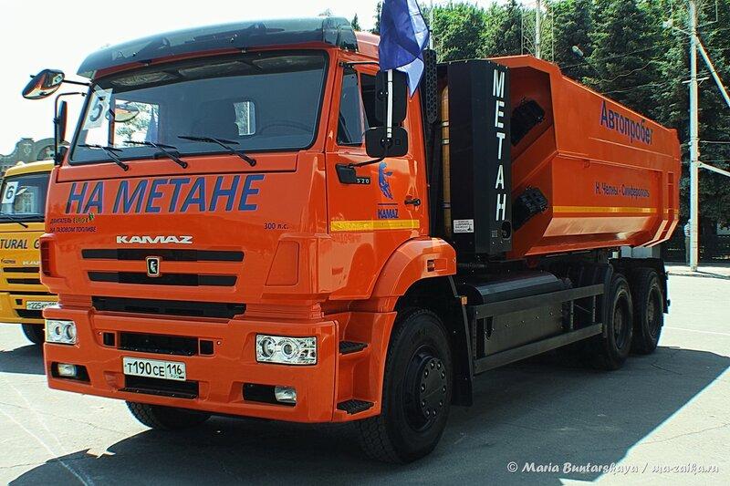 Автопробег 'Набережные Челны - Симферополь', Саратов, Театральная площадь, 02 июня 2014 года