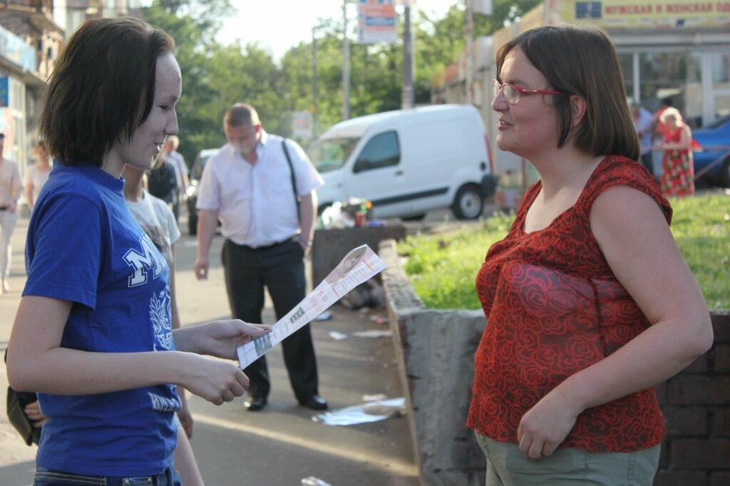 Юлия Галямина с жителями Савеловского