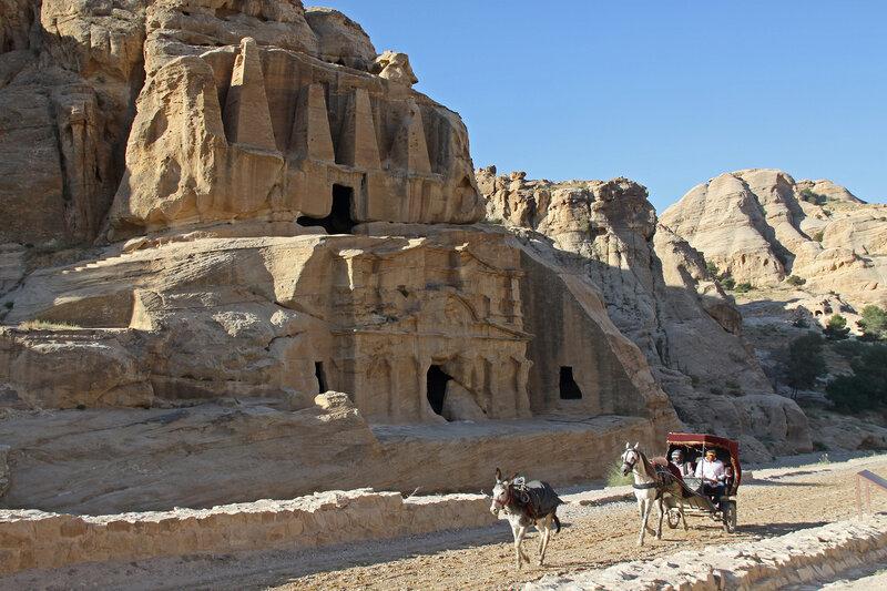 Гробница с обелисками и триклиний