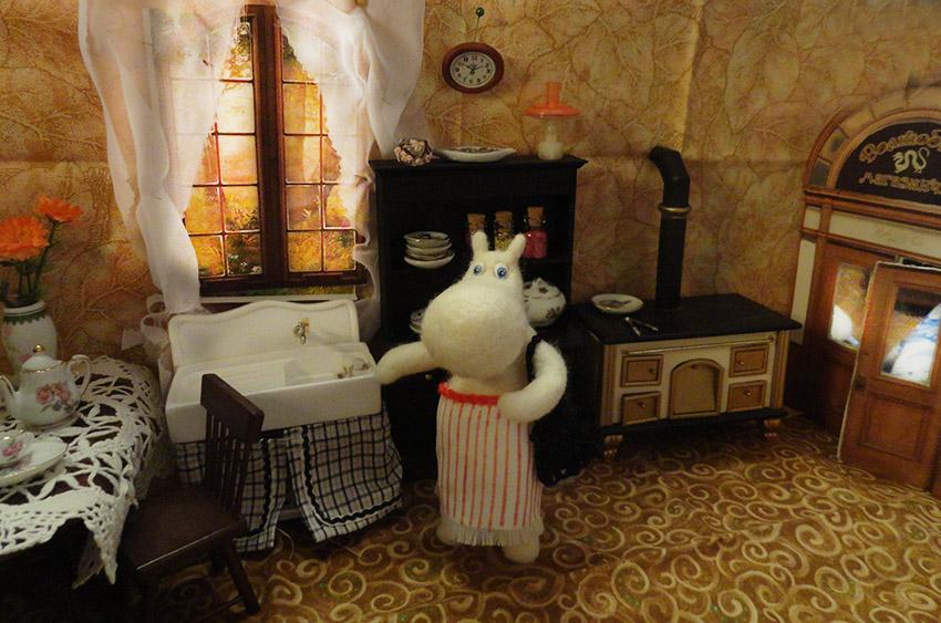 муми мама на кухне.jpg