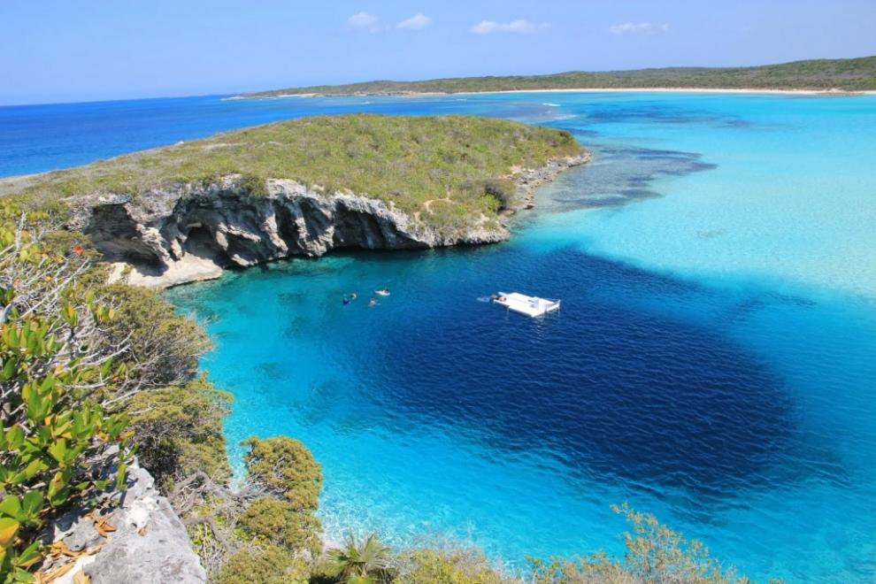 природный колодец под морем - синяя дыра