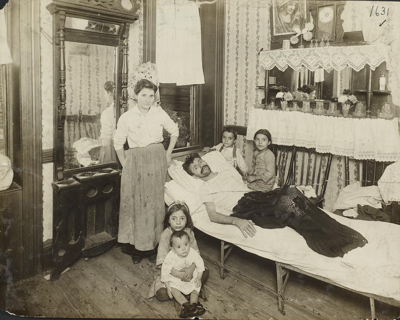Семья из доходного дома. 1916