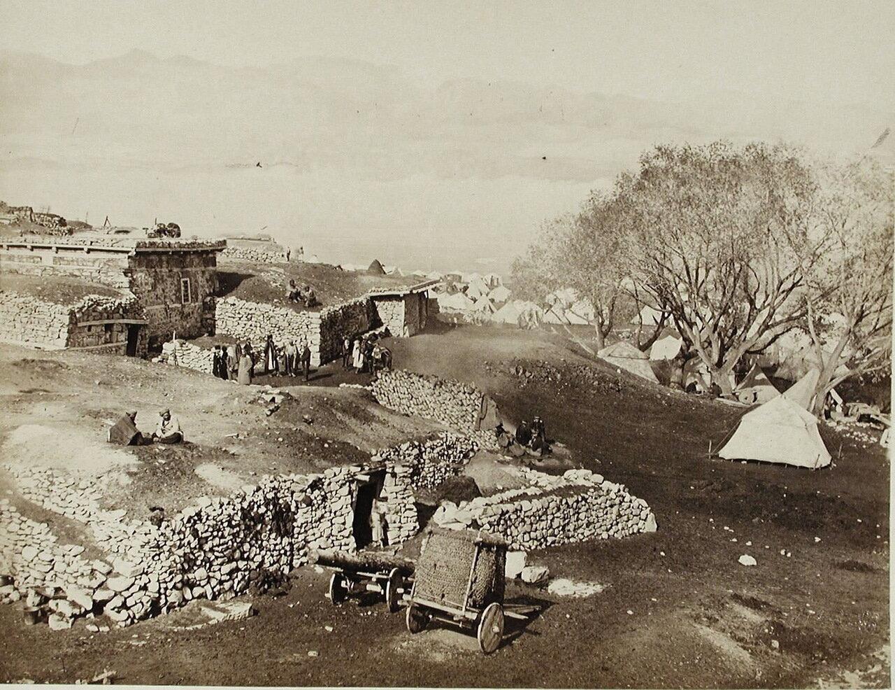 Вид на военный лагерь вблизи селения