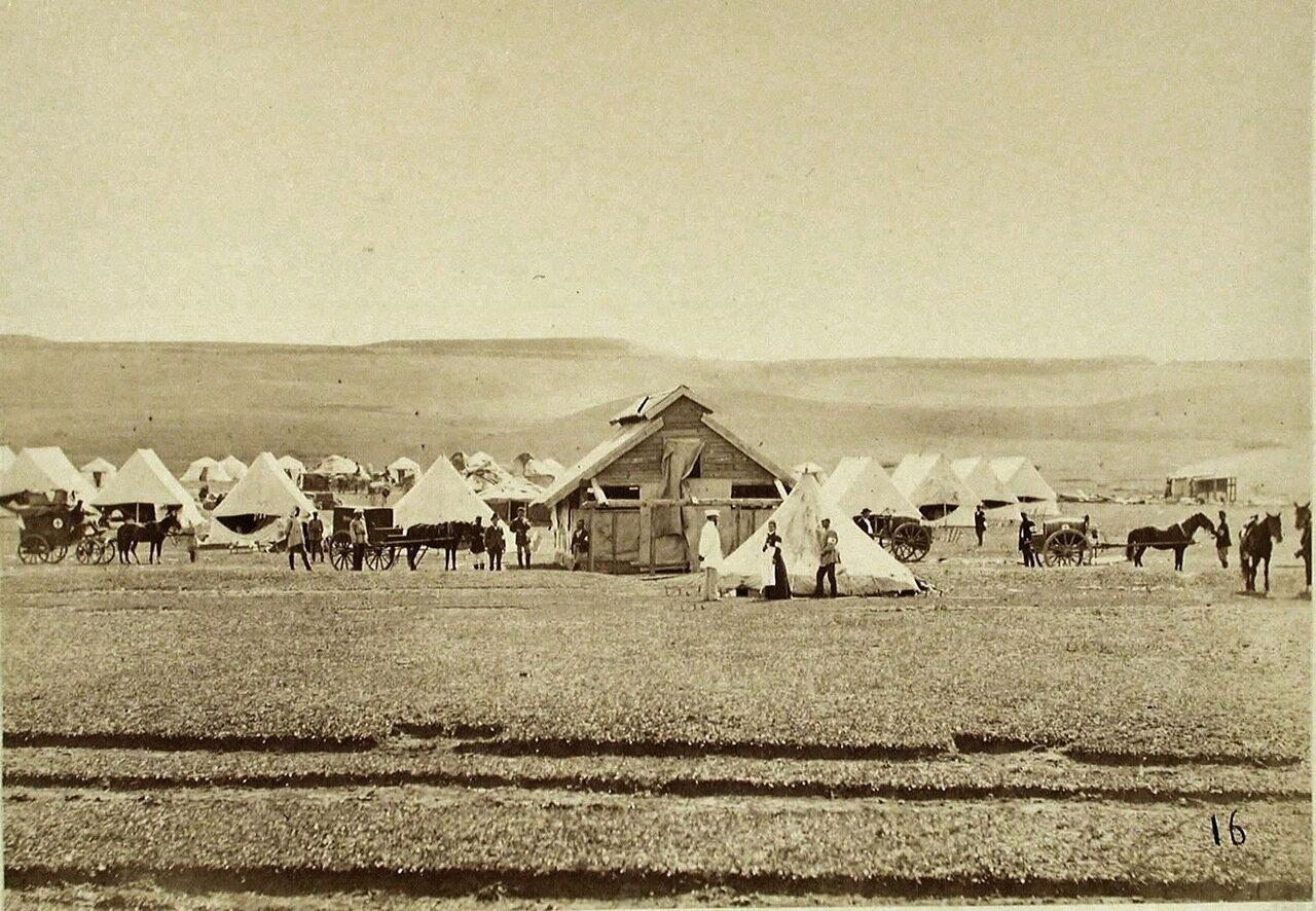 Вид на палатки, в которых размещался санитарный лагерь Российского общества Красного Креста