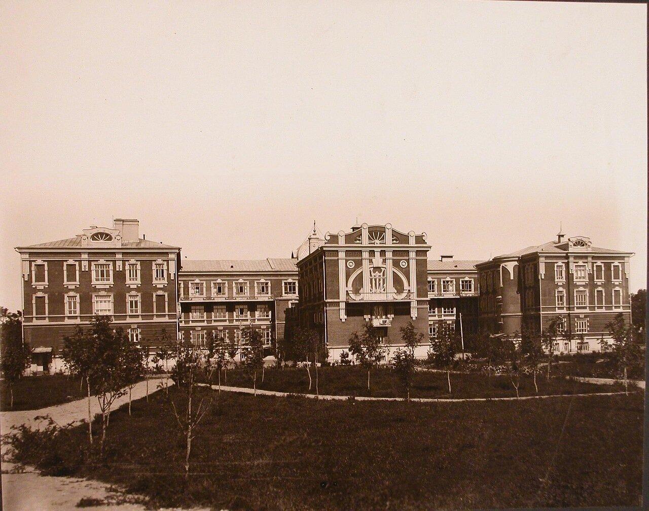 03. Вид здания института со стороны сада