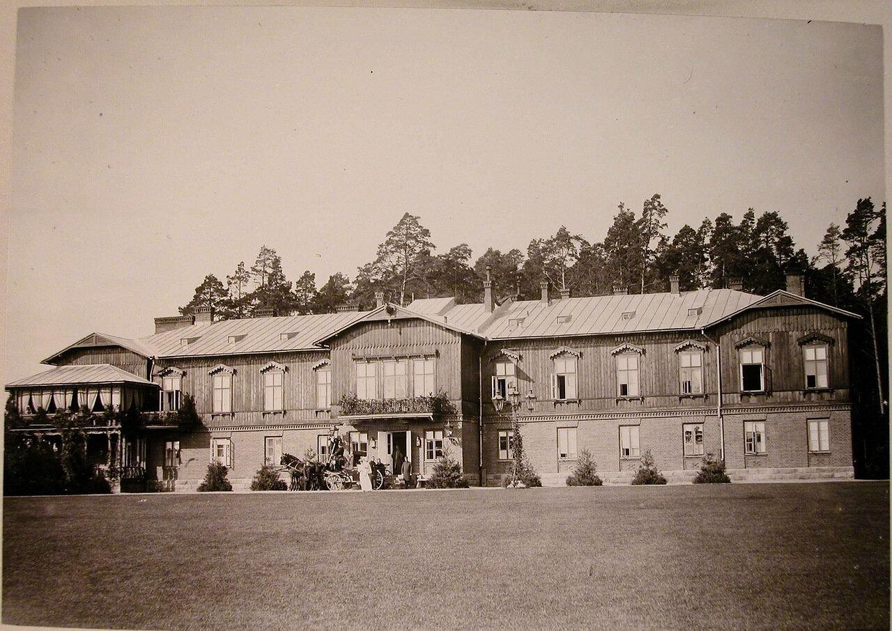 22. Вид фасада охотничьего домика, где останавливалась императорская семья
