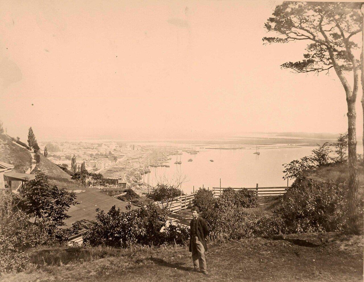 36. Вид части города на берегу Днепра