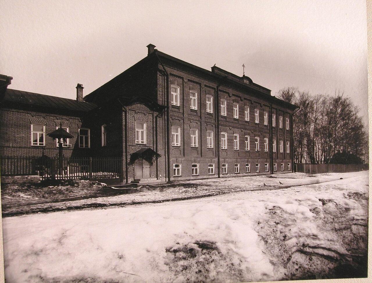 02. Общий вид здания училища